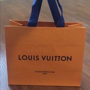 Louis Vuitton medium shopping paper bag